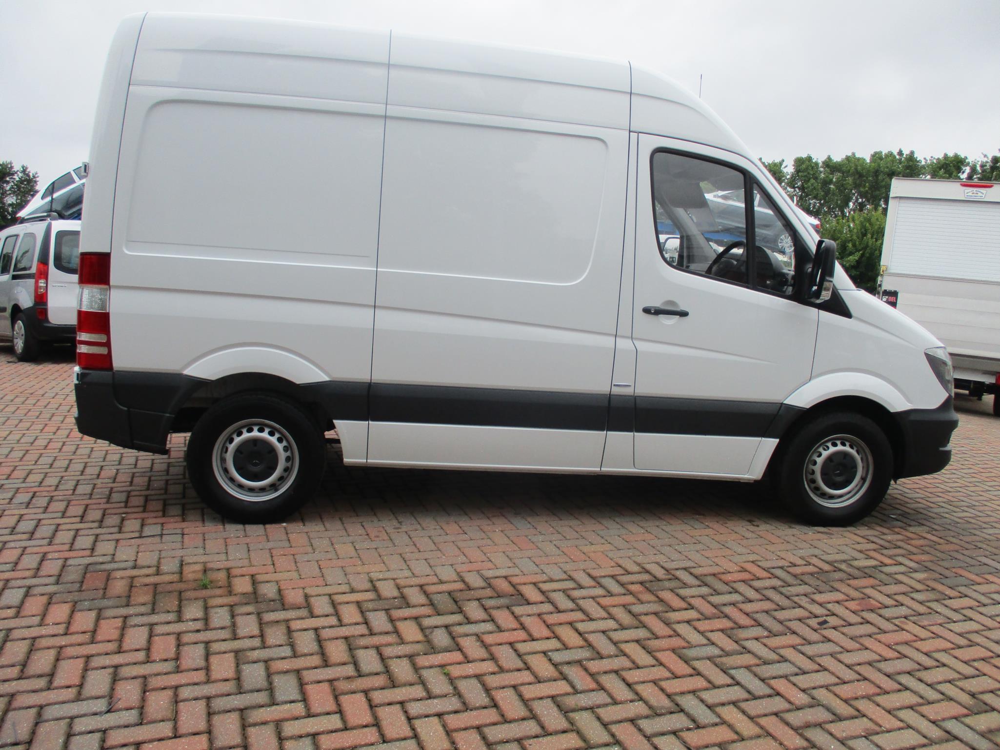 Mercedes benz sprinter 311cdi van bell truck and van for Mercedes benz used vans