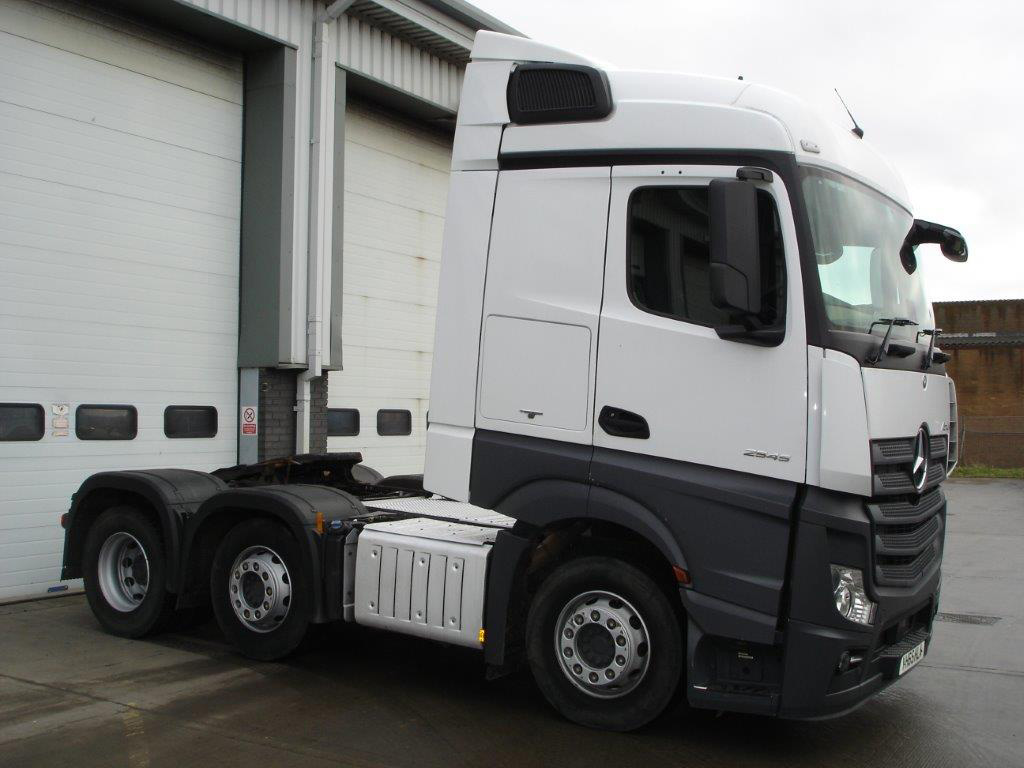 Mercedes benz actros 2545ls tractor unit bell truck and van for Mercedes benz trucks