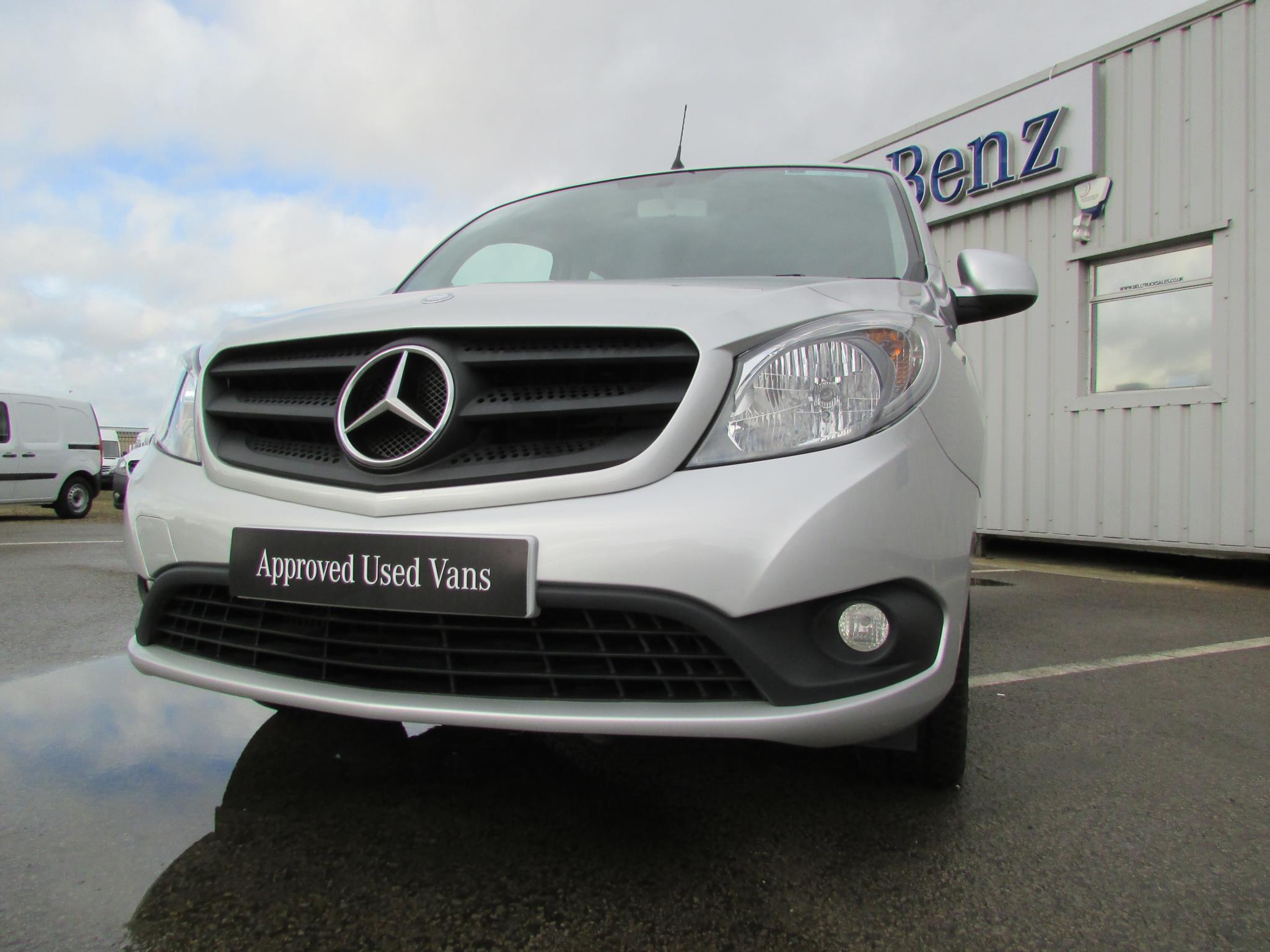 Mercedes benz citan 111cdi tourer bell truck and van for Used mercedes benz van