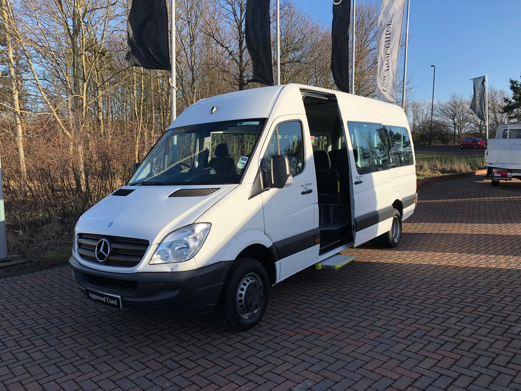 Mercedes benz sprinter 513cdi mini bus bell truck and van for Mercedes benz van