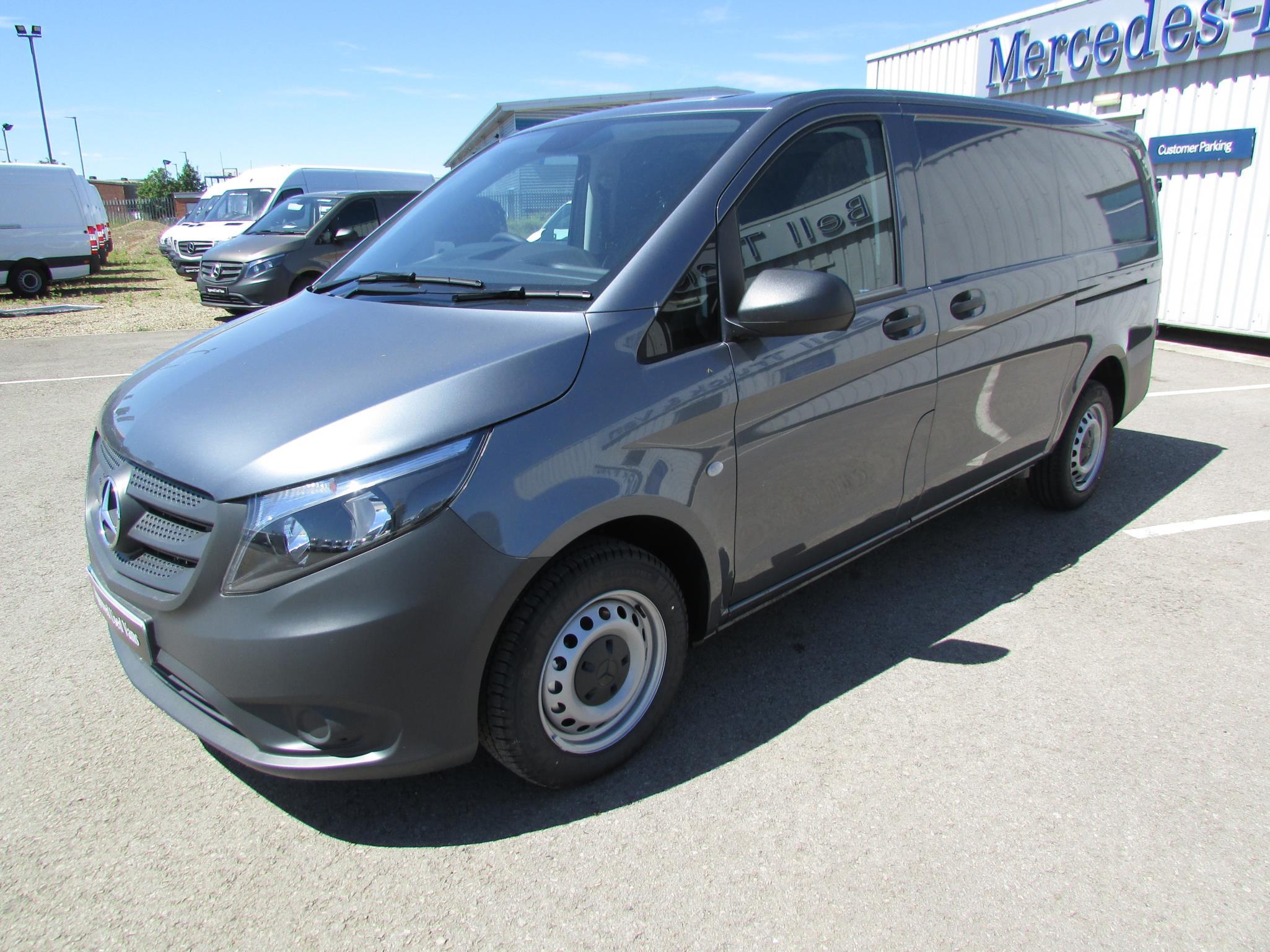 Mercedes benz vito 111cdi van bell truck and van for Minivan mercedes benz